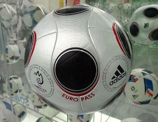 Europass : ballon officiel de l'Euro 2008 en Autriche et en Suisse