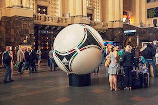 Ballon officiel de l'Euro 2012 : le Tango 12